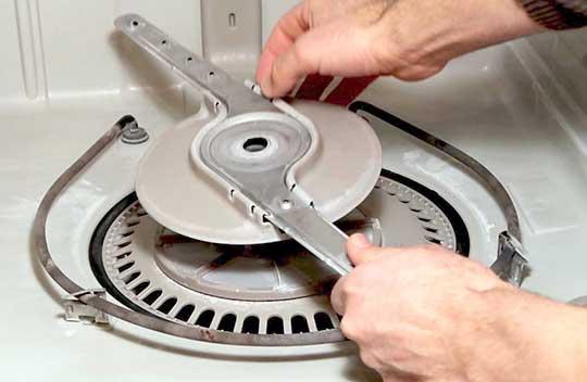 تمیز کردن بازوهای آبپاش در ماشین ظرفشویی بوش